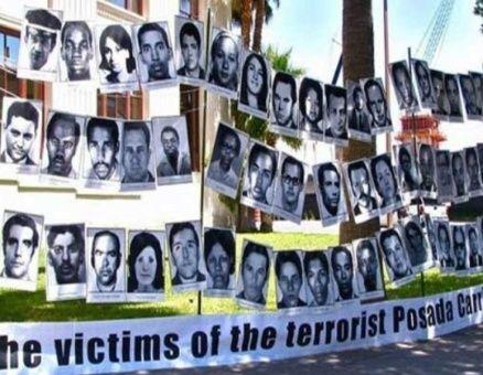 1976. Dos de los autores del ataque contra el avión cubano conocido como Crimen de Barbados son deportados a Venezuela.