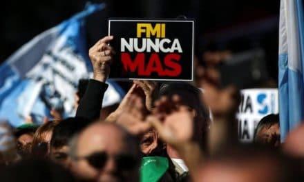 Argentina: Las recetas del FMI cocinadas por Macri revuelven calles e instituciones.