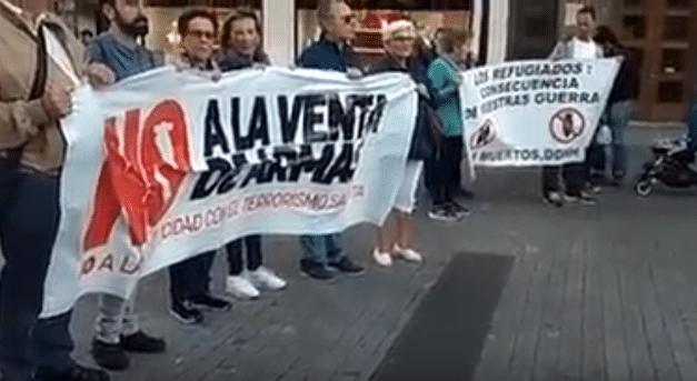 Asturies: Concentración contra la venta de armas a Arabia Saudí en Xixón.