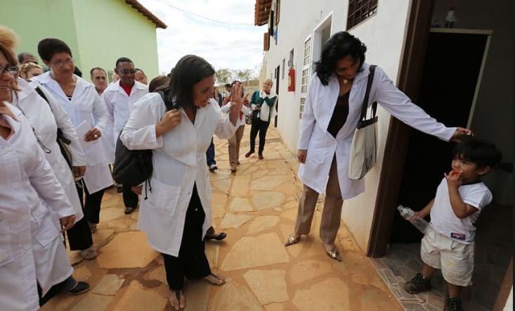 Cuba suspende la misión internacionalista Más Médicos para Brasil.