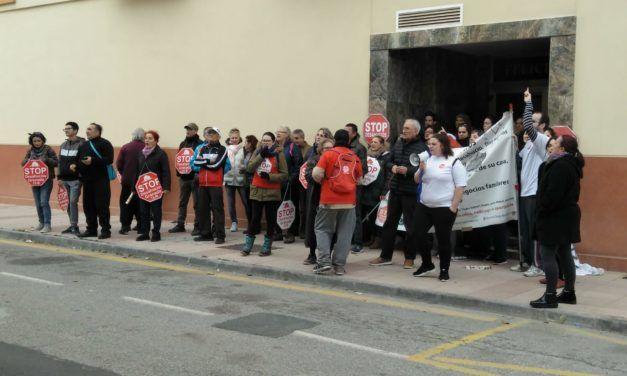 La lucha ciudadana paraliza dos desahucios en Salobreña, Granada
